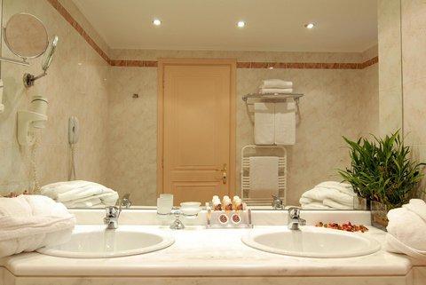 فندق وأجنحة جاكوزي أثينا أتريوم - Pool
