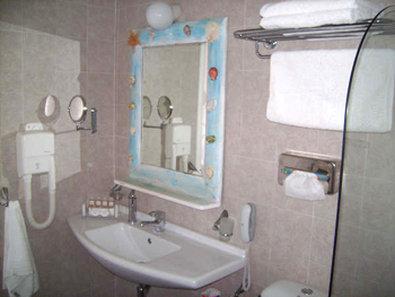 Psarou Garden Hotel - Guest Room Bathroom
