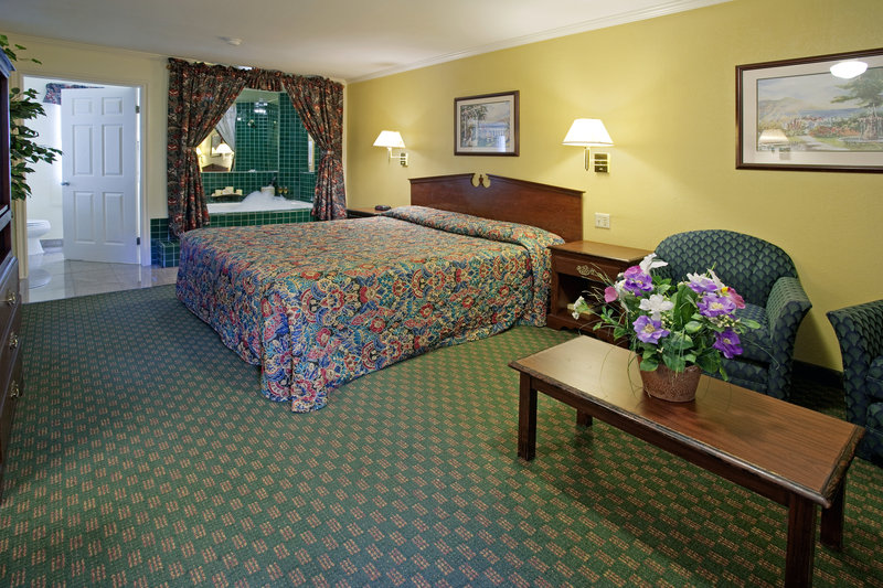 Americas Best Value Laguna Inn & Suites - San Juan Capistrano, CA