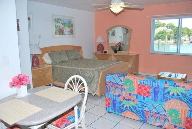 Bay Palm Resort - St. Petersburg, FL