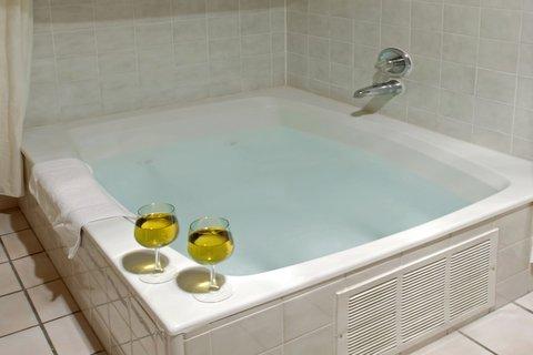 Americas Best Value Inn Albuquerque Hotel - Jacuzzi Suite
