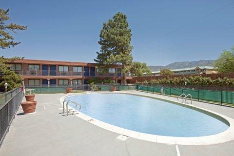 Americas Best Value Inn Albuquerque Hotel - Pool Area