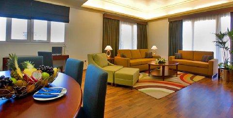 Coral Al Khoory Hotel Apts - Grand Suite Living Room