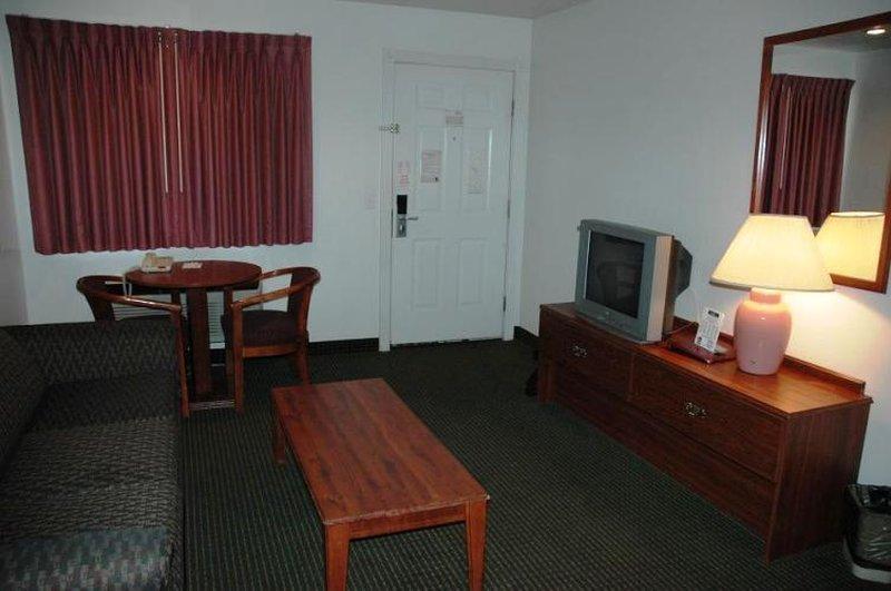 Country Hearth Inn & Suites St. George - Saint George, SC