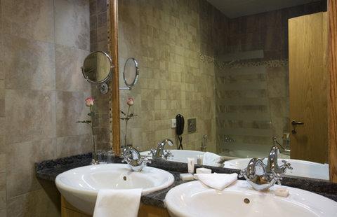 Coral Al Khoory Hotel Apts - Bathroom