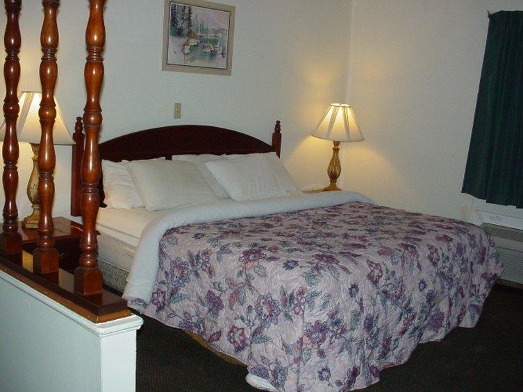 Country Hearth Inn Sidney Hotel - Sidney, OH