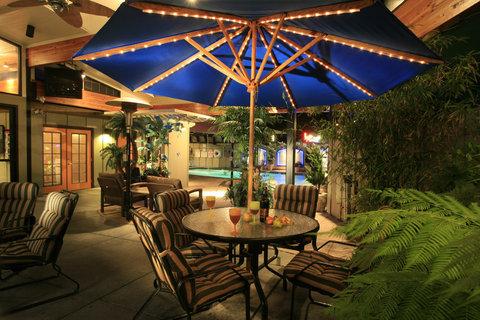 Best Western Humboldt Bay Hotel - Indoor Patio Area