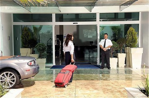 Holiday Inn Express GUADALAJARA ITESO - Entrance