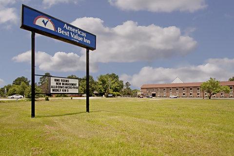 Americas Best Value Inn Darlington - Exterior With Sign