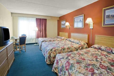 Americas Best Value Inn Galesburg - Three Bed Room