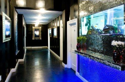 爸爸大酒店 - Digital Art Gallery Passageway