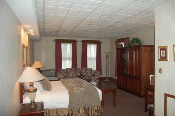 Altland House Inn And Suites In Abbottstown Pa 17301
