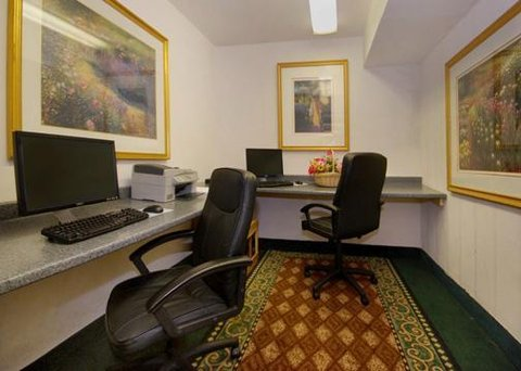 Clarion Inn And Suites Columbus - Lobby -OpenTravel Alliance - Lobby View-