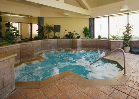 Clarion Inn And Suites Columbus - Pool -OpenTravel Alliance - Pool View-