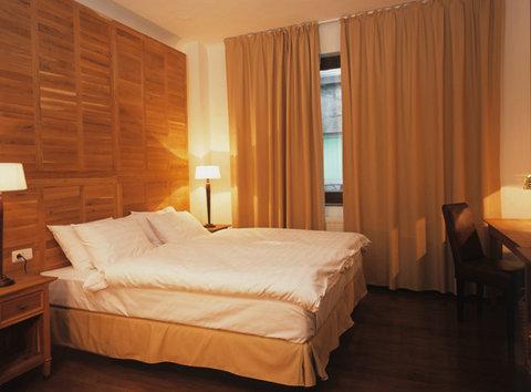 Rembrandt Hotel - Bedroom
