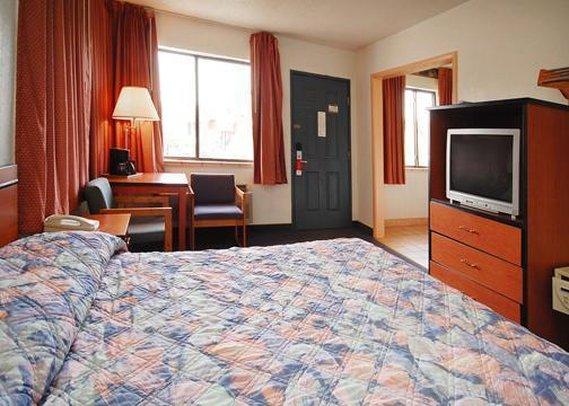 Rodeway Inn & Suites - Colorado Springs, CO