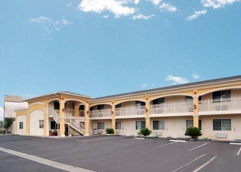 Econo Lodge Inn & Suites - CAAExterior