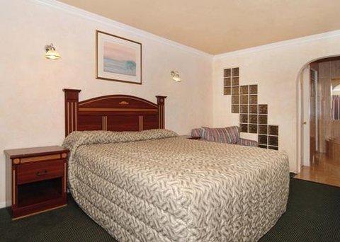 Econo Lodge Inn & Suites - CABGstrm Bed