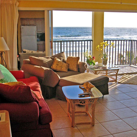 Daytona Inn Beach Resort - Living Area