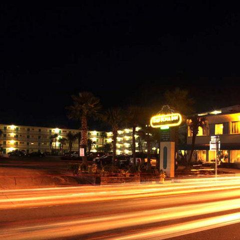Daytona Inn Beach Resort - Night View