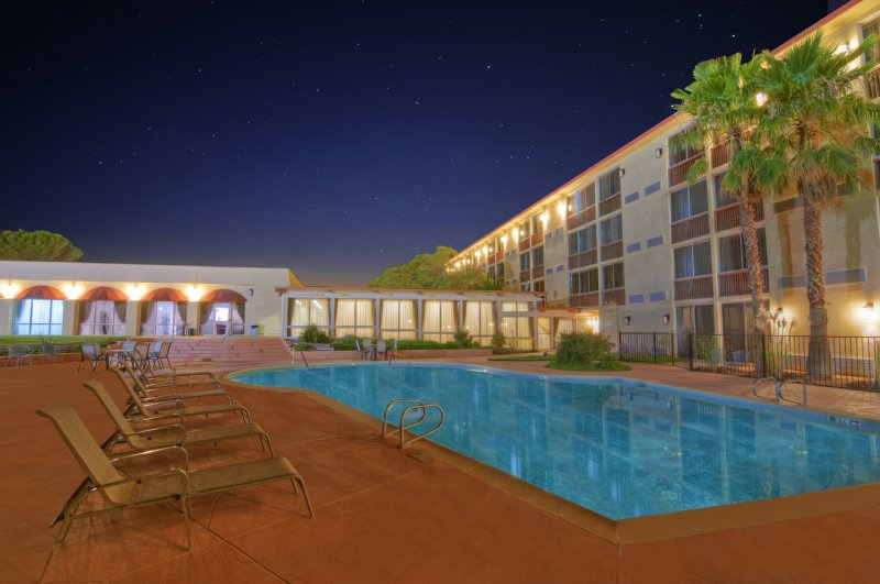 Ramada Inn Palmdale - Palmdale, CA