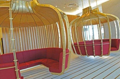 فندق كراون بلازا أبوظبي, جزيرة ياس  - Lobby Seating Area