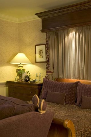 Brandshatch Place and Spa - Guest room