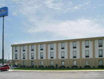 Hilton Garden Inn Charlotte/Ayrsley Vista exterior