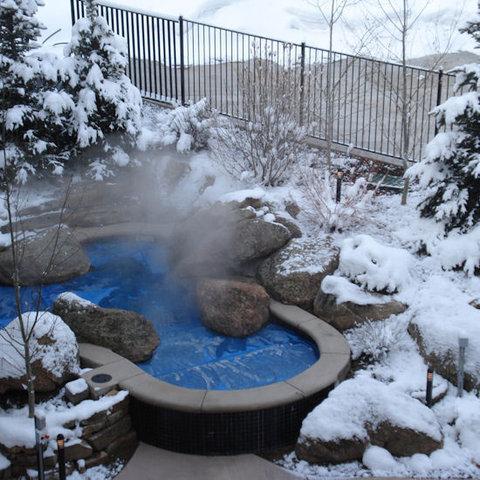 Lift One Condominiums - Winter Pool Shot