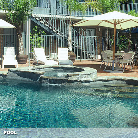 Country Comfort Adelaide Manor - Poolside View