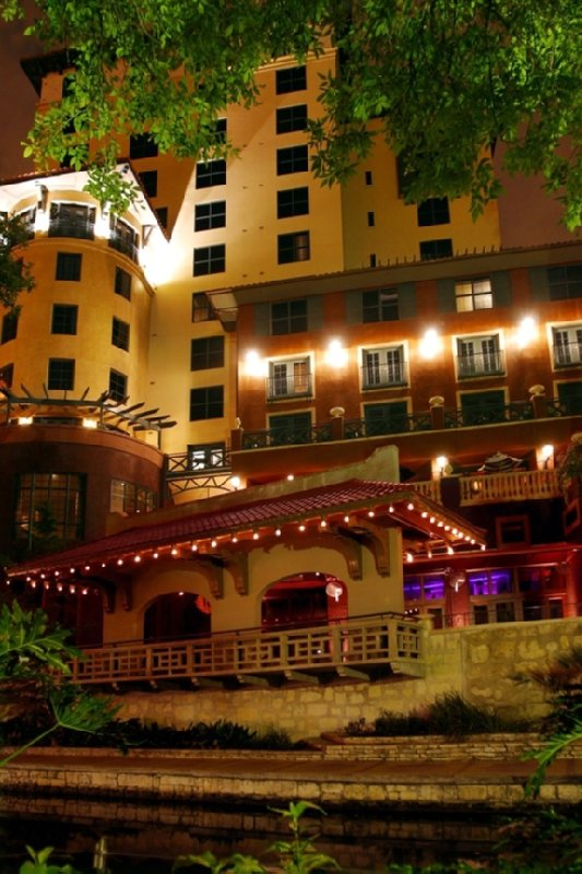 Restaurants Near Valencia Hotel San Antonio Tx
