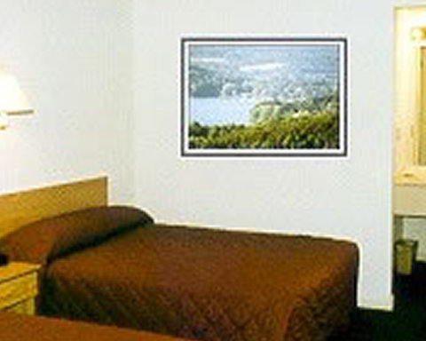 Red Carpet Inn & Suites Cooperstown - Guest Room