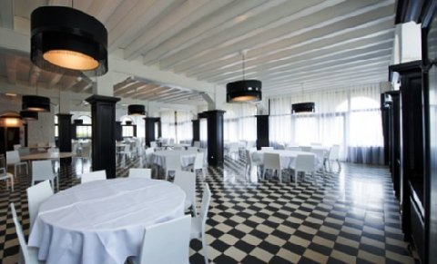 Exclusive Chateau de la Poste - Ballroom
