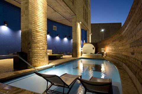 Aloft Dallas Downtown Hotel - Splash pool