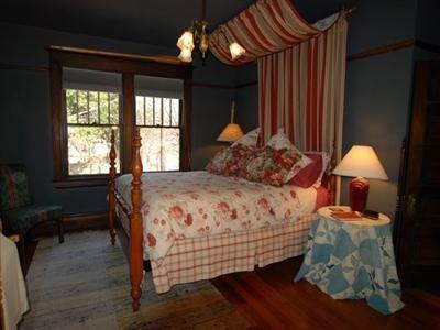 Iron Horse Inn - Guest Room