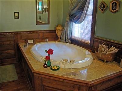 Breeden Inn Cottages - Guest Room -OpenTravel Alliance - Guest Room-