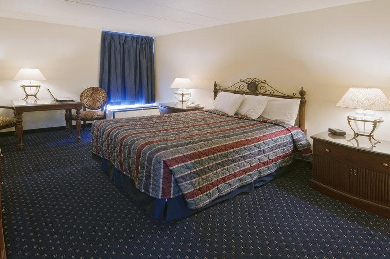 Motel 6 - Clinton, MO