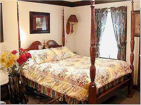 A Williamsburg Sampler Bed and Breakfast Inn - Williamsburg, VA