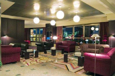 Carlton Plaza - Lobby