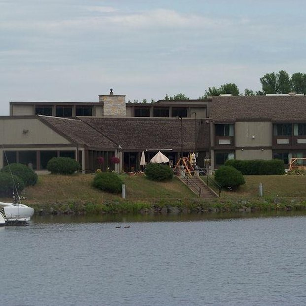 Barker's Island Inn Resort - Superior, WI