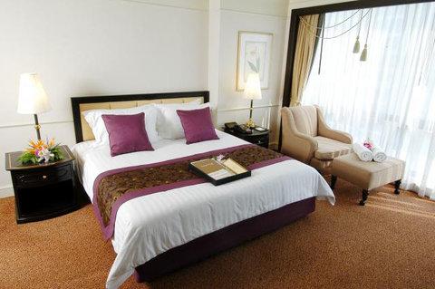 The Imperial Queens Park Hotel - Corner Premier Suite