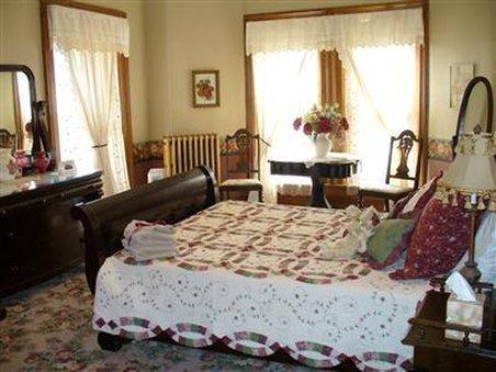 Museum Hill Bed & Breakfast - Saint Joseph, MO