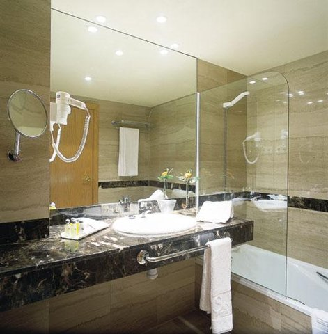 Eurostars Barbera Parc - Bathroom