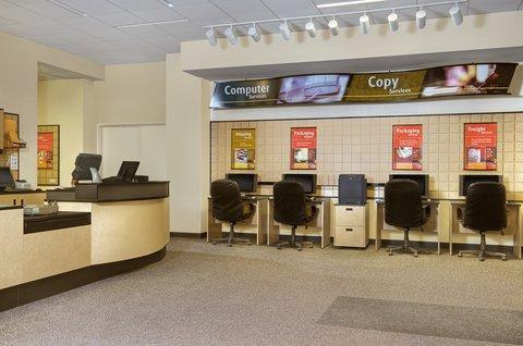 ذا بالمر هاوس هيلتون - Business Center   UPS Store