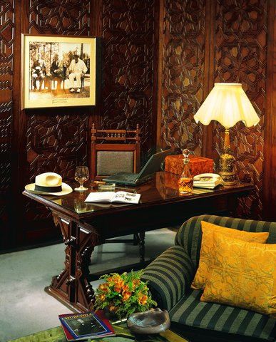 Mena House Oberoi Hotel - Churchill Suite  Living room
