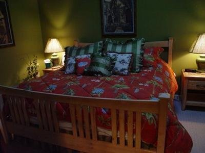 Charlotte's Creekside Inn Bed and Breakfast