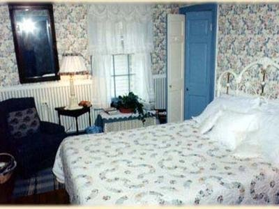 1805 Phinney House - Guest Room