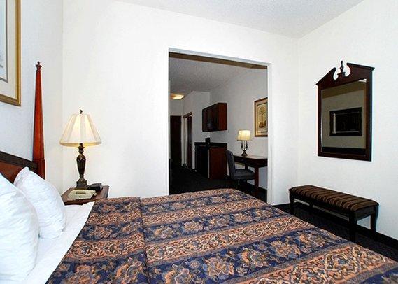 Quality Inn & Suites Patriots Point - Mount Pleasant, SC