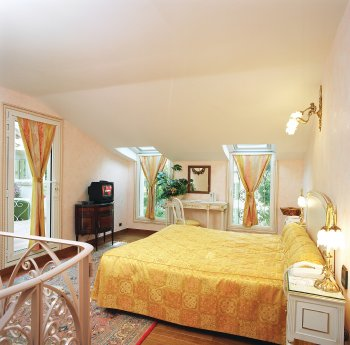 Hostellerie Les Frenes - Room