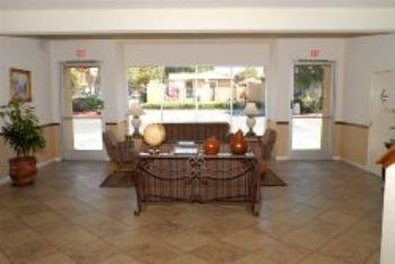 Guesthouse International Inn & Suites - Lobby